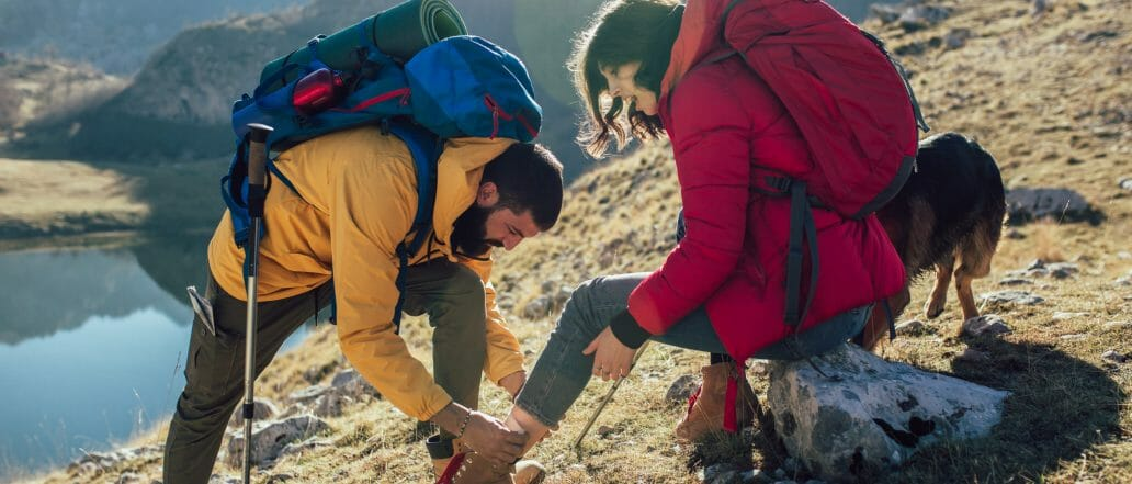 Hikers administers first aid